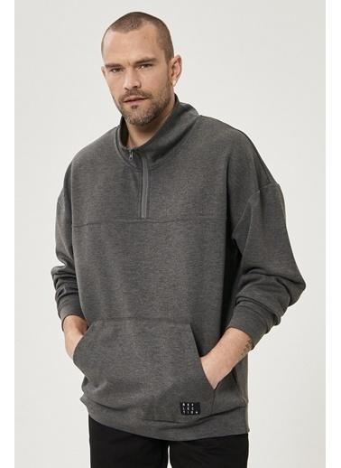 AC&Co / Altınyıldız Classics Oversize Günlük Rahat Yarım Balıkçı Yaka Spor Sweatshirt 4A5221200003 Antrasit